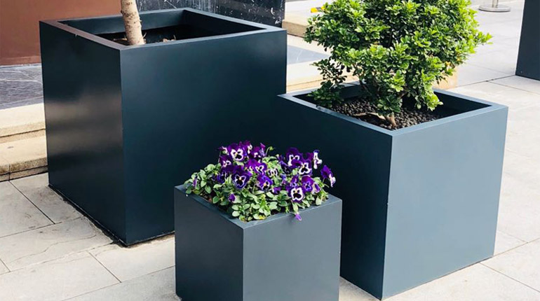 bonnie sculpture-Stainless Steel Flower Pot1-770x430