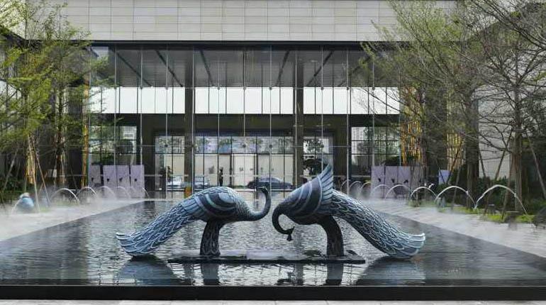 bonniesculpture-Stainless Steel & Resin Fiber Peacock Sculpture770x430